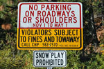 photo of no parking and snow play prohibited sign.